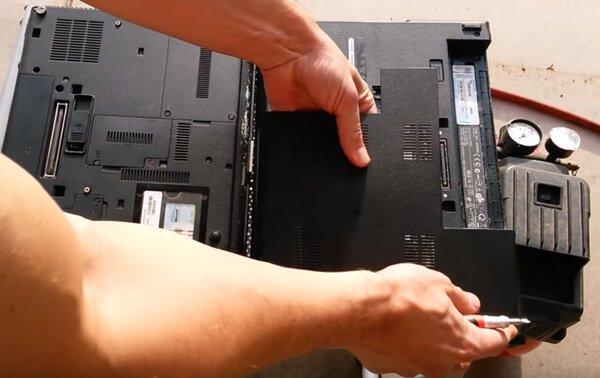 Vệ sinh laptop với giá bằng một lý tê-ra-sua!